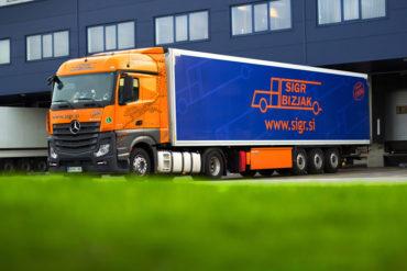 Sigr Bizjak parkirano tovorno vozilo/iz strani#3