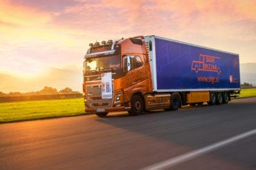 Sigr Bizjak tovorno vozilo med vožnjo/iz strani