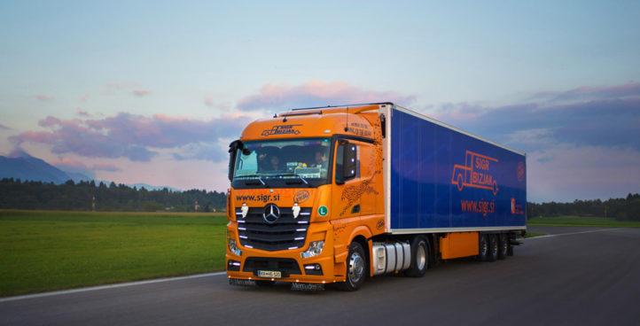 Sigr Bizjak tovorno vozilo med vožnjo/spredaj