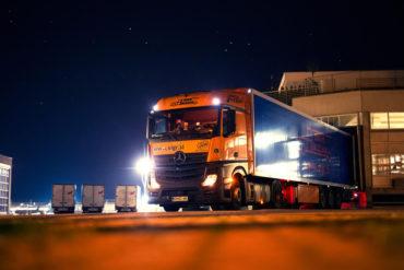 Sigr Bizjak tovorno vozilo ponoči