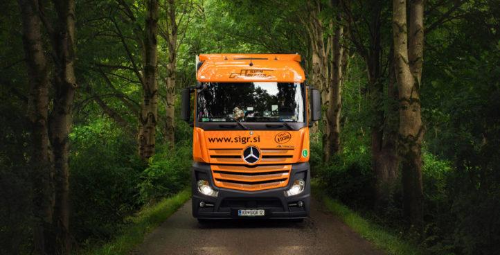 Sigr Bizjak tovorno vozilo v gozdu